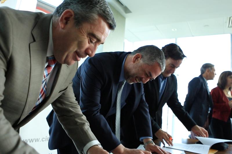 CGE firma convenio para capacitar a más de 220 vecinos en 11 comunas
