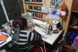 Costureras de Renca y La Pintana confeccionarán mascarillas destinadas a trabajadores del Sename con apoyo de Itaú