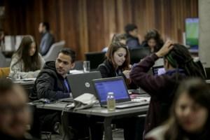 """Ya están abiertas las postulaciones para la hackathon sobre las """"autopistas del futuro"""" impulsada por el Centro de Innovación UC e ISA"""