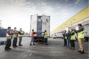 Filial Softys de CMPC dona 100 mil pañales a familias de la Teletón