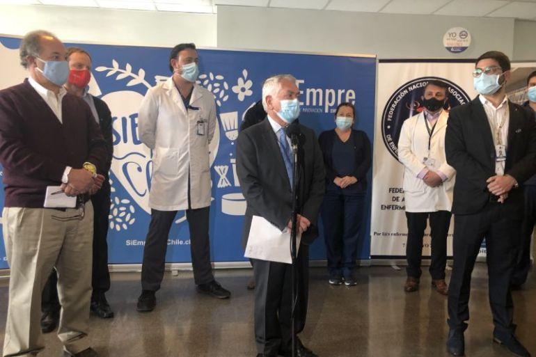 Donación empresarial permite entregar más de 7 mil kits de higiene a pacientes por parte de enfermeras y enfermeros de Chile