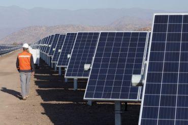 Camanchaca firma acuerdo de energía 100% renovable con Colbún y avanza en objetivo de ser neutro en emisiones de carbono