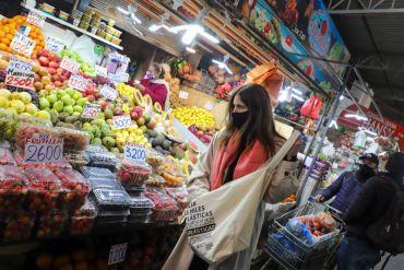 Ministra Schmidt recuerda prohibición de entrega de bolsas plásticas en el pequeño comercio