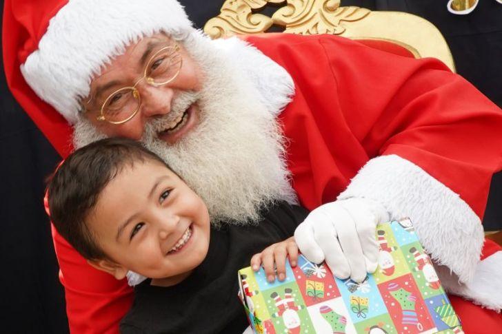 Desafío Levantemos Chile entregará regalos de navidad a más de 2.500 niños vulnerables de todos los rincones del país