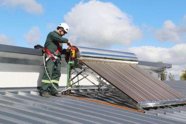 Manuka implementa calentadores solares para continuar mejorando el uso energético en lecherías