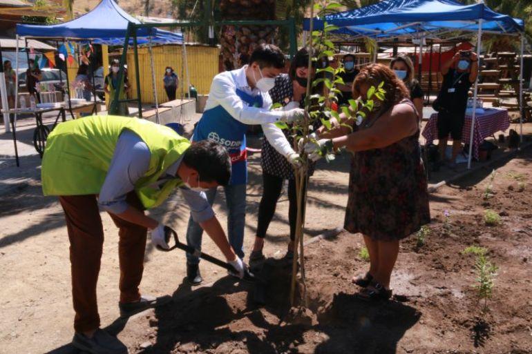Plaza Blanca Vergara en Renca: trabajo colaborativo público-privado convierte al espacio en un lugar de encuentro y conexión entre la comunidad y el Cerro de Renca