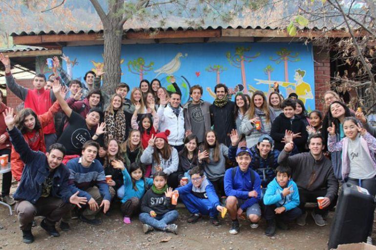 Fundación Formando Chile ofrece programas educativos virtuales y gratuitos a más de 700 jóvenes para fomentar la igualdad de oportunidades