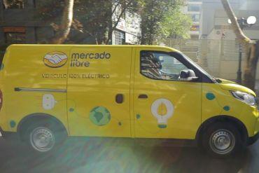 Mercado Libre estrena camionetas eléctricas en la Región Metropolitana para despachar miles de productos