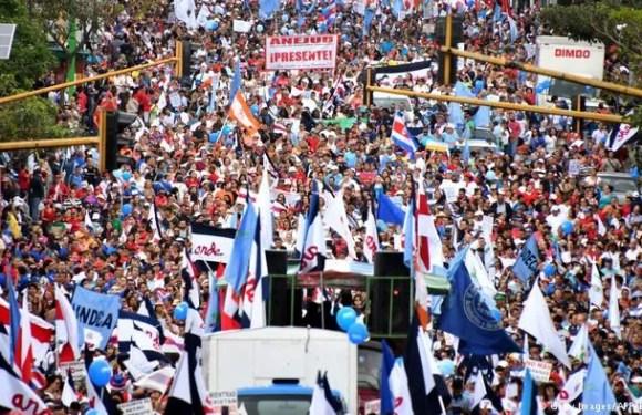 Miles de trabajadores se movilizaron para protestar contra la reforma tributaria que se tramita en el Congreso y que consideran que empobrecería a los sectores populares.