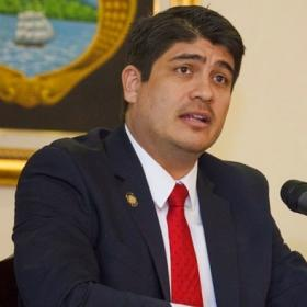Presidente Carlos Alvarado,  dispuesto a recibir a los sindicatos solo si deponen la huelga