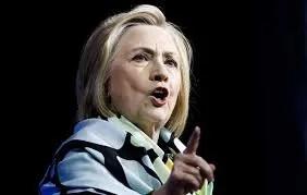 """Hillary Clinton dice hay que votar contra """"el radicalismo y la corrupción"""" de Trump"""
