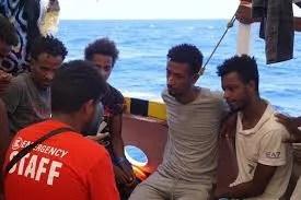 """Los migrantes del """"Open Arms"""" esperan su reparto en la UE"""