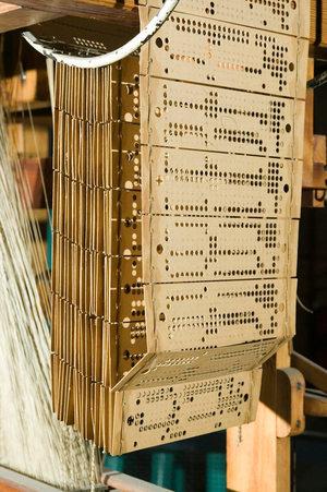 Tarjetas perforadas en el telar Jacquard