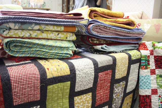 pile-of-quilts