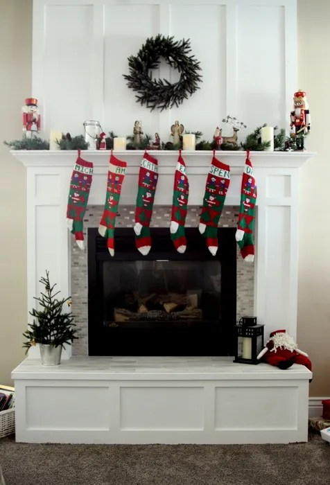 159516223a8c4 Fireplace Mantle Redo in time for Christmas