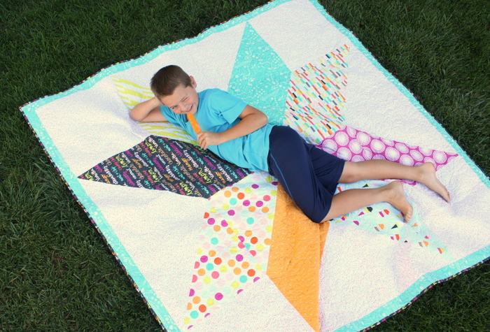 Summer poser on a quilt