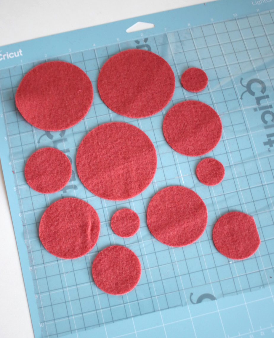 "25 pieces 1/"" light pink felt circles"