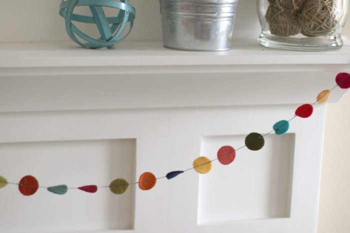 DIY Wool Circle garland tutorial