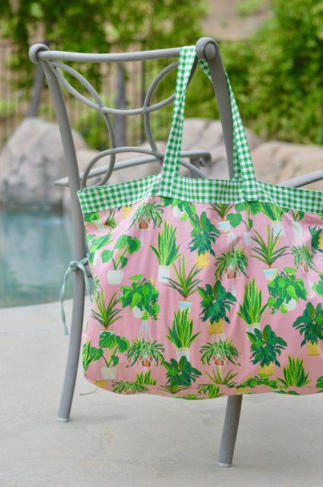 Reversible Pool-side tote bag tutorial by Amanda of Jedi Craft Girl