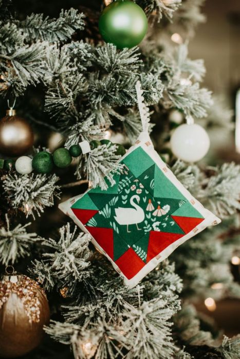 Handmade Mini Quilt-block Christmas Ornament tutorial from Suzy Quilts