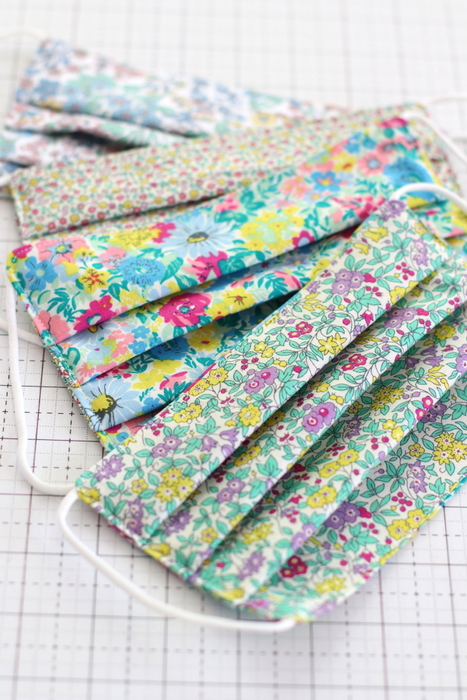 Face mask tutorial using Liberty Flower Show cotton fabric