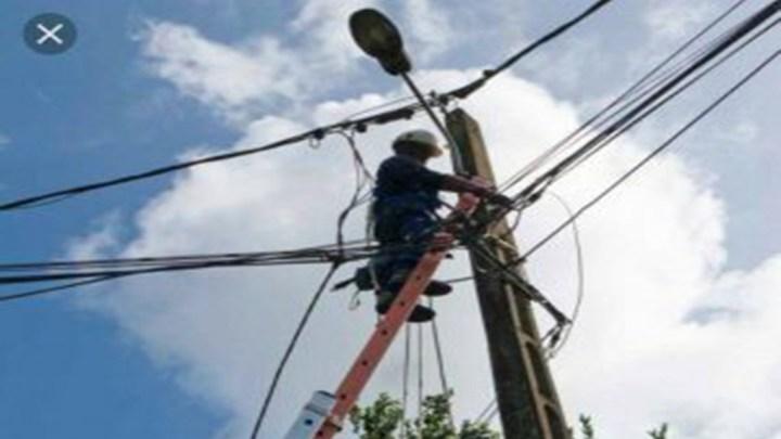 L'électricité élimine enfin les quartiers de Kirene.