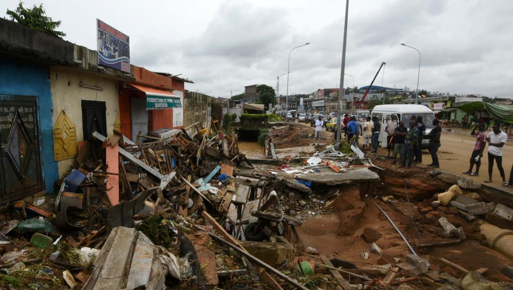Inondations en Côte d'Ivoire: à Abidjan, l'heure du deuil et des questions
