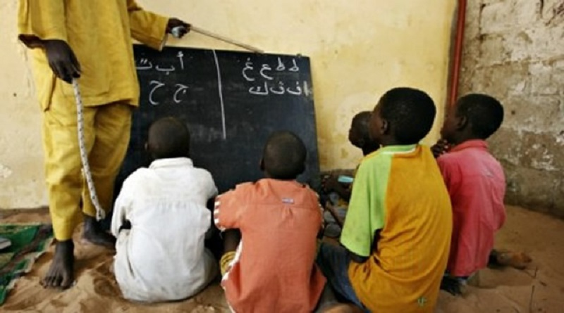 Sénégal : un maître coranique qui enchaînait des enfants talibés arrêté.