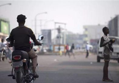 À Kinshasa, les commerces durement touchés par les…
