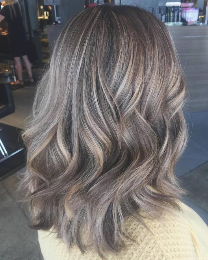 Loiro escuro acinzentado: 30 opções e tutoriais para um cabelo sofisticado