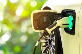 Existe um carro que pode funcionar tanto em combustível e bateria?