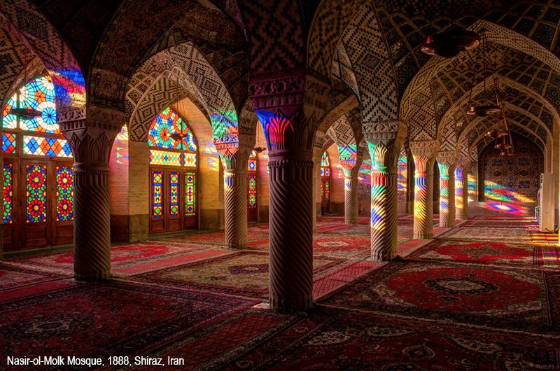Risultati immagini per moschea piena di tappeti