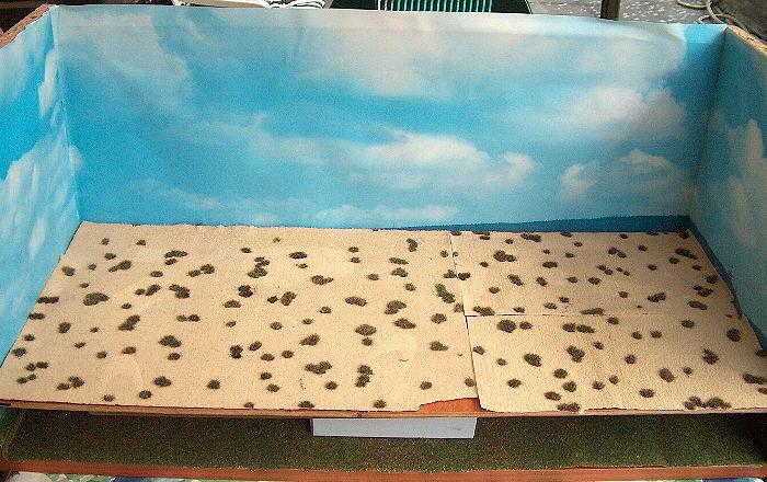 """""""Fotobox"""" mit eingelegter Wüstentarnmatte"""