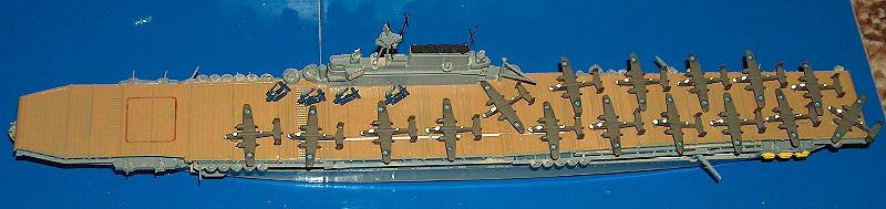 """CV-8 USS """"Hornet"""" der Yorktown-Klasse (Tamiya A110), der Träger, der die B-25 """"Mitchell""""-Bomber zum Angriff suf Tokio brachte."""