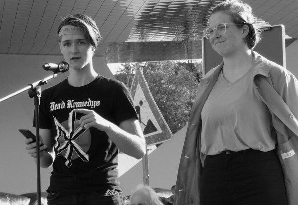 Kolja Schultheiß und Nisha Toussaint Teachout sprechen für Fridays for Future Foto: © M. Seehoff