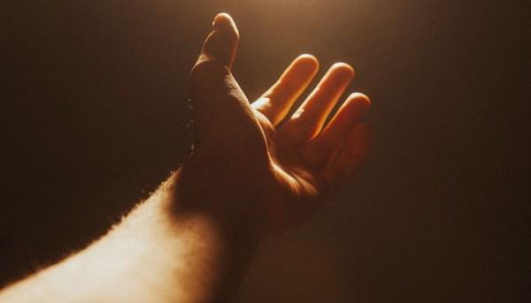 Hand ausgestreckt
