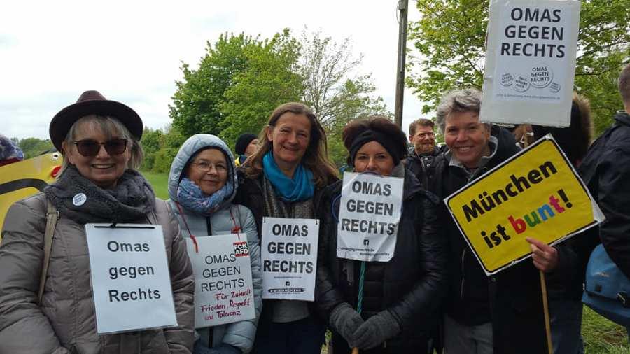 OMAS GEGEN RECHTS München auf der München ist Bunt Demo in Feldmoching