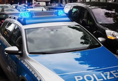 Mann Fährt Am Bismarckplatz In Heidelberg In EinePersonengruppe
