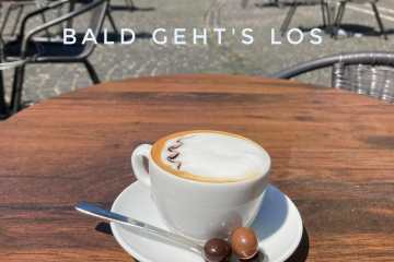 Cappuccino auf der Plaza