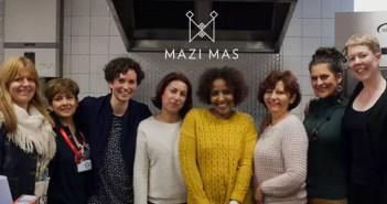 Las cocineras y el equipo del restaurante Mazi Mas