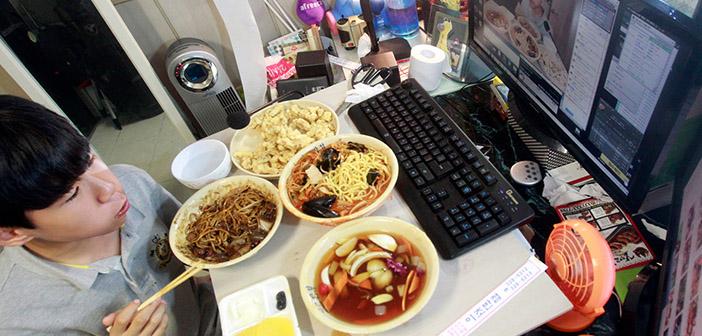 Mukbang-eating in front of a camera streaming