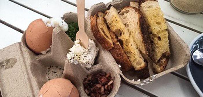 Los huevos, en la huevera. El pan y las salsas, también. Los creadores dirán que es un diseño minimalista pero más bien es poco higiénico y nada práctico.