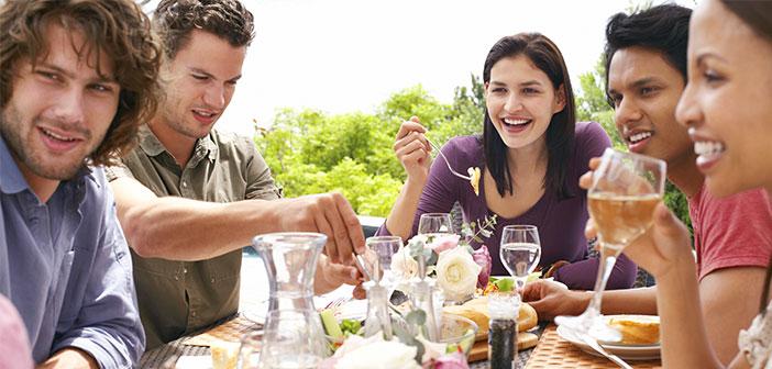 Pour un gourmet gourmand cette histoire ou un conte sur un produit, vin, nouvelle expérience culinaire, etc., Il est un élément important de la vinaigrette.