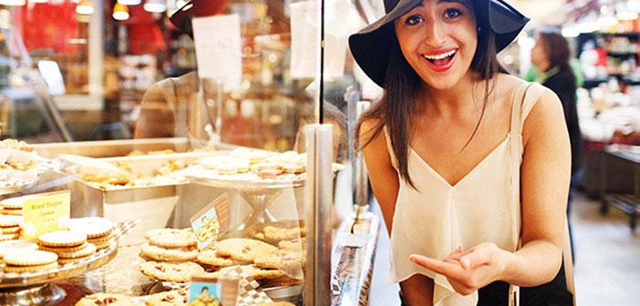 Engagement au commerce local, le magasin de quartier, boulangerie artisanale ou le carnage de la vie, ça sent vieux fromage et le paprika de la vera.