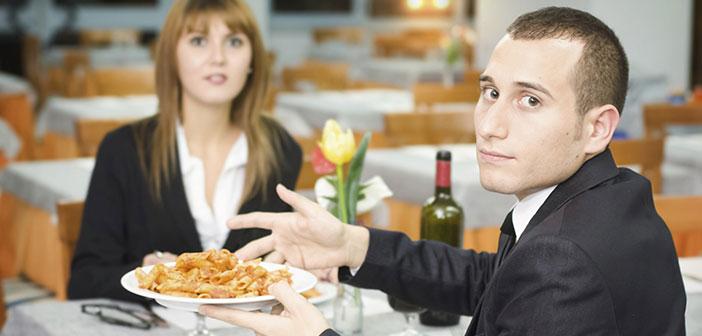 Si vous êtes assez chanceux que la plainte est reçue en même temps, pour le résoudre peut changer le plat demandé ou offrir une invitation supplémentaire à la déjà confié.