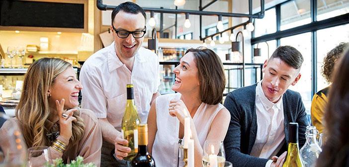 La profesión de camarero es una de las más sacrificadas y también de las más motivadoras del sector, en las que más posibilidades de movilidad y promoción existe.