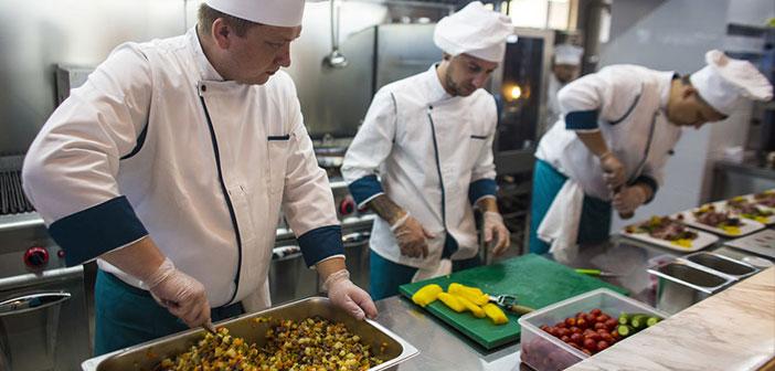 Cocineros rusos son los encargados de elaborar los platos que sirve este restaurante dentro de un Boeing 737.