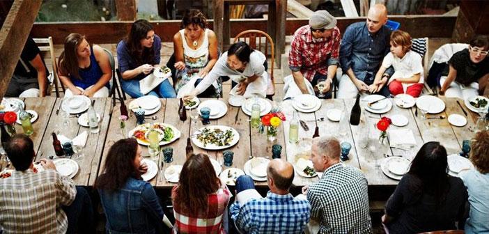 De nouvelles applications de « gastronomique Airbnb », comme ils l'ont été les appeler. Quels sont? C'est très simple. Une personne décide de recevoir les gens à la maison pour manger le menu d'accueil pour une somme modique.