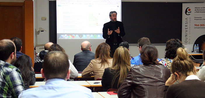 Diego Coquillat l'enseignement d'une classe au sein des maîtres dans les restaurants GastroUni à Madrid.
