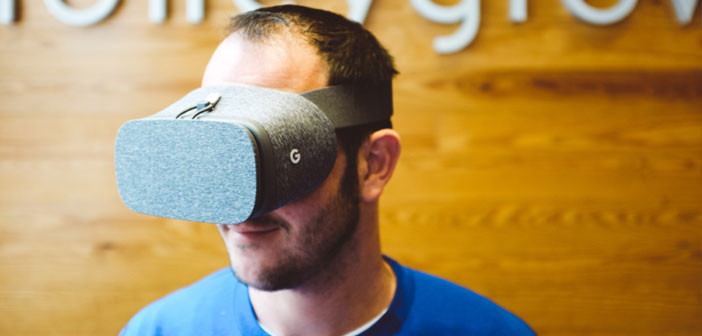 The first process of recruitment in a restaurant by virtual reality glasses.